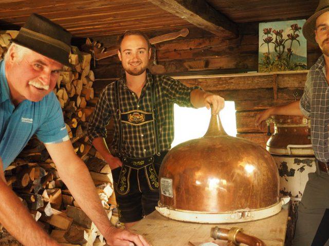 Zollbeamter Hans Eder in der Brennhütte
