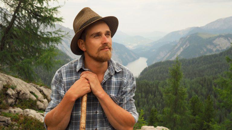 Bergbrenner Max Irlinger am Gipfel des Feldkogel